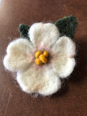 Dogwood flower pin